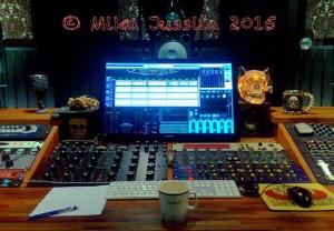 фото из студии Мики Юссилы в процессе материнга