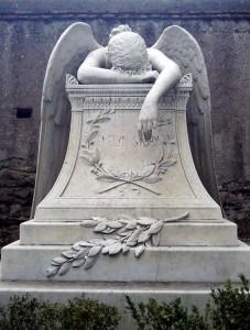Фото памятника, изображенного на обложке альбома Nightwish Once