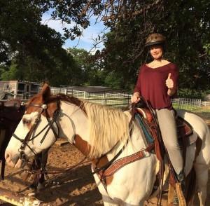 Флор Янсен на лошади, фото