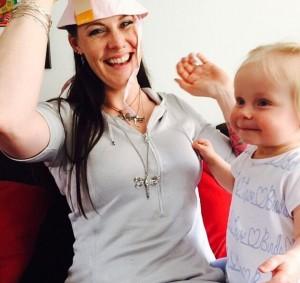Фото Флор Янсен с племянницей.