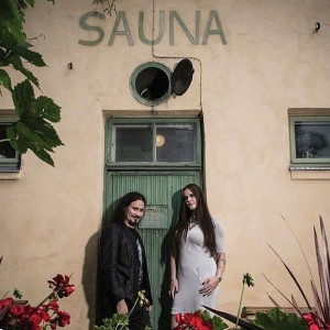 Флор Янсен и Туомас Холопайнен, фото около сауны.