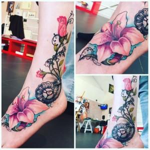 Татуировка Флор Янсен на ноге, фото