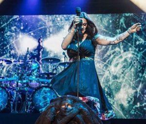 Фото Флор Янсен на концерте в Испании